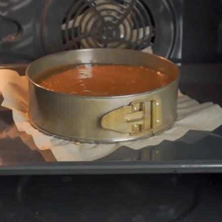 Бисквит ставим выпекаться в разогретую до 180 градусов духовку приблизительно на 80-90 минут.