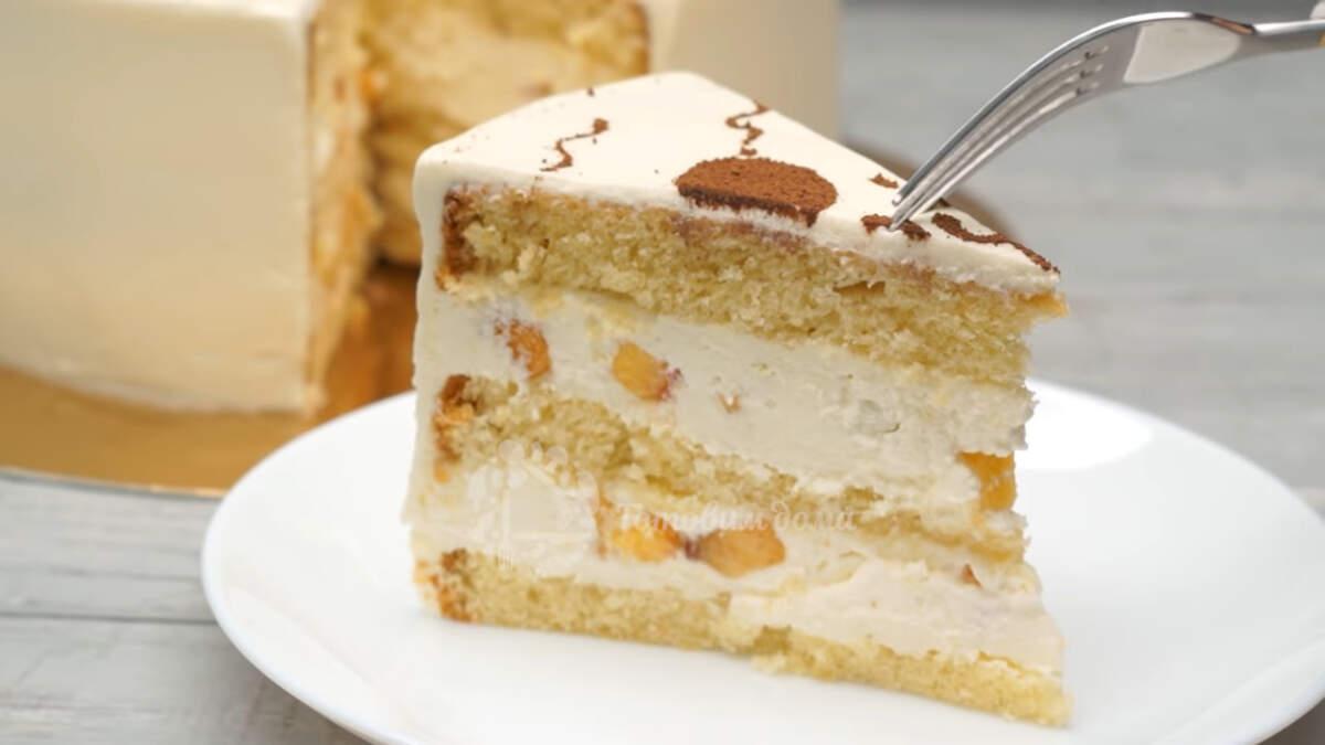 Торт получился очень нежным и вкусным. Крем в этом торте очень похож по вкусу на мороженое пломбир, и он замечательно сочетается с ароматными персиками и нежным бисквитом. А такое украшение по силам даже начинающим кулинарам.