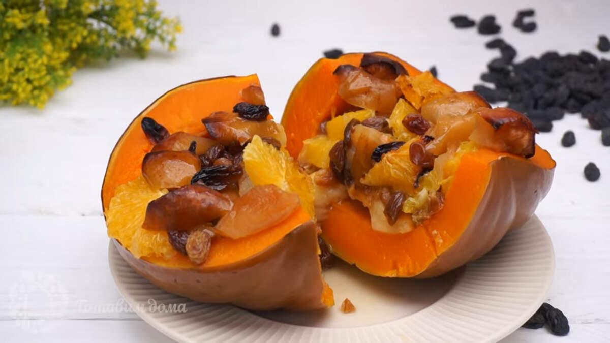 Тыква становится очень мягкой и ароматной, на нее при запекании выливались соки от апельсина и яблока И за счет этого она стала не приторно-сладкой, а ароматной и очень вкусной. Такая Тыква с фруктами очень вкусная как в теплом, так и в холодном виде. Если есть тыквы подходящей формы и размера, то можно просто нарезать тыкву и фрукты кусочками и точно также запечь их в рукаве.