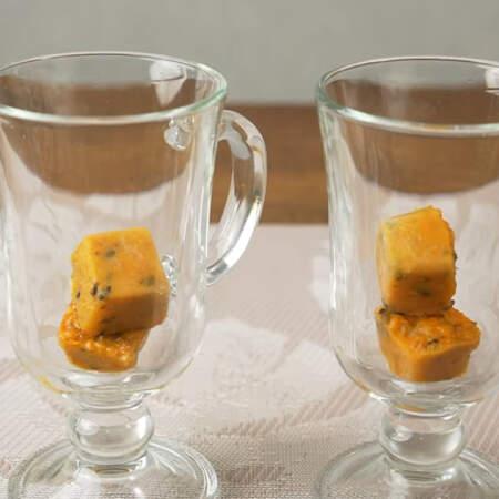 Когда хочется попить чай, достаем 2 кубика замороженного пюре и кладем в чашку.