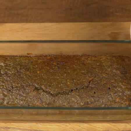 Суфле уже остыло. При остывании оно само достаточно легко отходит от стенок формы, но на всякий случай желательно пройтись аккуратно по краям ножом.